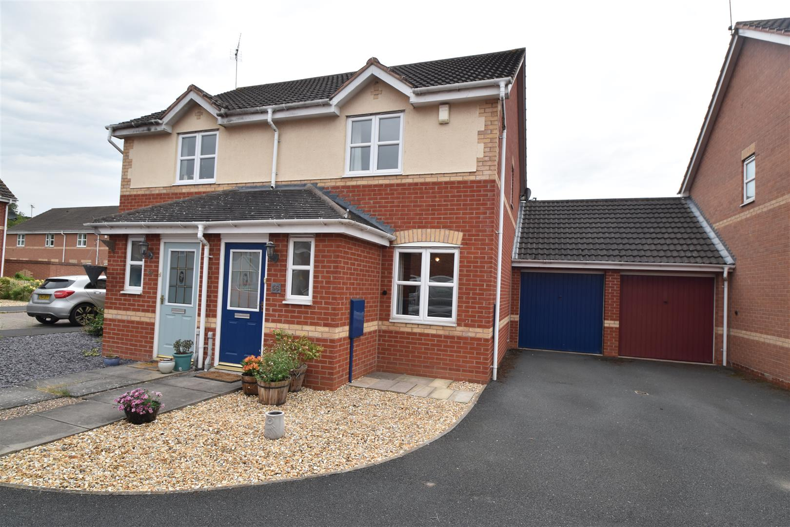 2 Bedrooms Semi Detached House for sale in Swan Drive, Droitwich